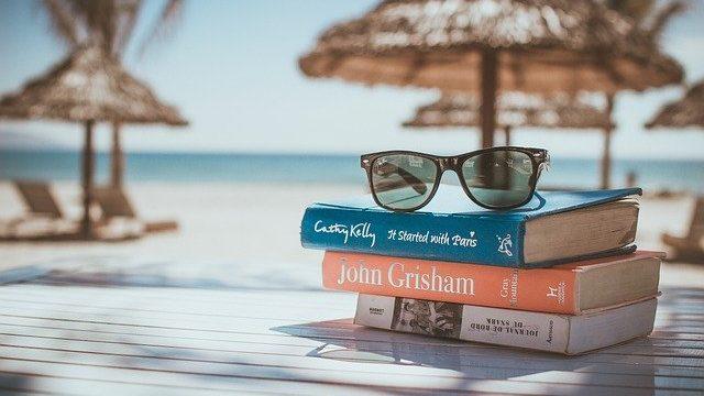 本とサングラス 休日