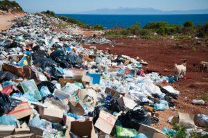 大量の不法投棄のゴミ