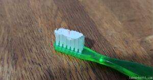 パールホワイトプロシャインを付けた歯ブラシ